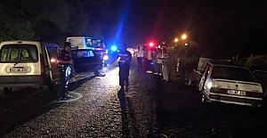 3 otomobil birbirine girdi: 1'i ağır 4 yaralı