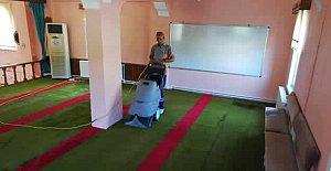 Cami Halıları Temizleniyor