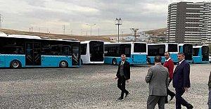 Başkan, Belediyeye Otobüs Baktı