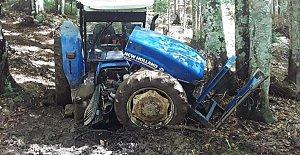 Freni Patlayan Traktör Ağaca Çarptı