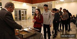 Öğrenciler kütüphanede sabahlıyor
