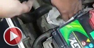 Üşüyen yavru kedi taksinin motoruna girdi