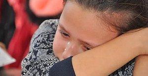 Karnesini görünce gözyaşlarına boğuldu