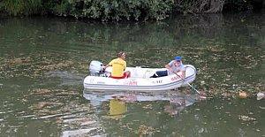 Bartın Irmağı'nda Botla Temizlik Yapılıyor
