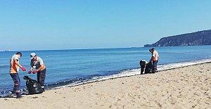 İnkumu Sahiline Vuran Çöpler Temizlendi
