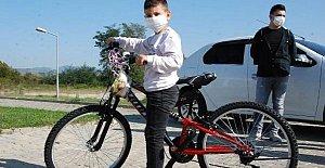 Bisikleti Ezilen Utku'ya Yeni Bisiklet