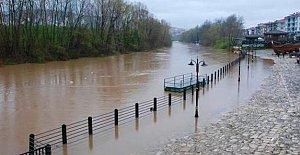 Bartın Irmağı Yükseldi, Köprü Kapatıldı