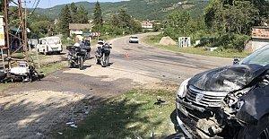Motosiklet Otomobile Çarptı: 1 Ağır Yaralı