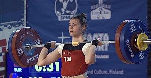 Dilara'dan Türkiye'ye 3 Madalya