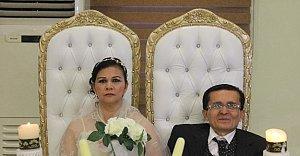 Facebook'ta Tanıştılar Translate ile evlendiler