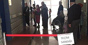 Havaalanında Oy Kullanımına Başlandı