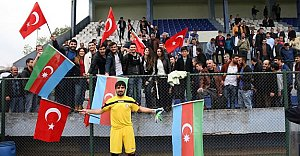 Maçta Türkiye-Azerbaycan Kardeşliği