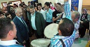 MHP'li Yıldırım'a davullu karşılama