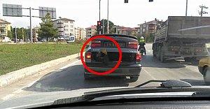 Resmi Otomobilin Bagajında Tehlikeli Yolculuk