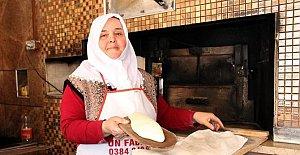 Eşi ve babasını kaybedince ekmek fırınının başına geçti