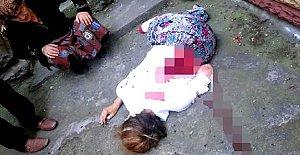 İnşaat işçisi başka bir erkekten mesaj gelen eşini bıçaklayarak öldürdü