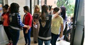 LYS-4'e giren öğrenciler didik didik arandı