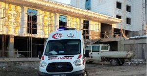 Otel inşaatında havalandırma boşluğuna düşen işçi öldü