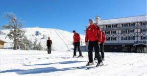Kartalkaya'da sezonun ilk kayağını çalışanlar yaptı