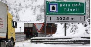 Bolu Dağı'nda kar ulaşımı zorlaştırdı