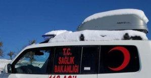 Kalp hastası, paletli ambulansla hastaneye kaldırıldı