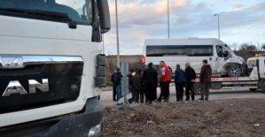 Öğrenci servisi kamyonla çarpıştı: 5 yaralı