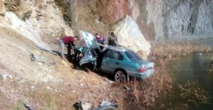 Otomobil uçuruma yuvralandı: 2 yaralı