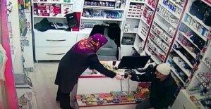 Çay ikram edilen işyerinde hırsızlık yaptı