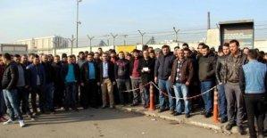 Erdemir'de taşeron işçilerin servis tepkisi