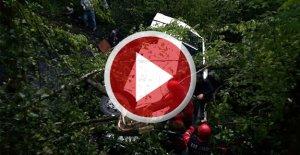 Minibüs uçuruma yuvarlandı: 10 ölü 16 yaralı