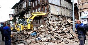 Tehlike Oluşturan Tarihi Bina Yıkıldı