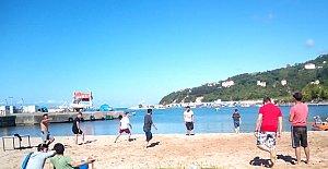 Kurucaşile'de Plaj Voleybolu