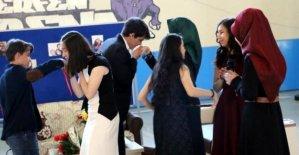 Lisede kız isteme geleneği canlandırıldı