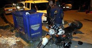 Motosikletiyle otomobile çarpan alkollü sürücü yaralandı