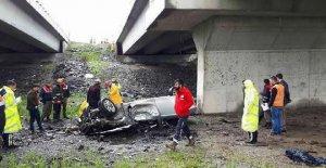 Köprüden uçan otomobilin sürücüsü öldü