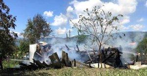 Tek katlı ev yandı