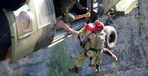 Kanyonda Mahsur Kalan 3 Genç, Helikopterle Kurtarıldı