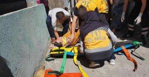 Merdivenden düşen kadın ağır yaralandı