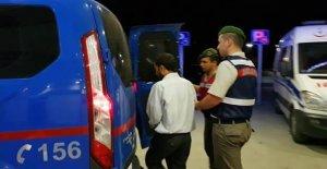 Türk Bayrağını indirmek isteyen yolcuya gözaltı