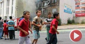 3 katlı bina alev alev yandı
