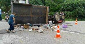 Fındık Işçilerini Taşıyan Traktör Devrildi: 18 Yaralı