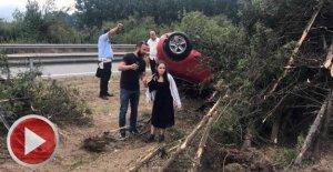 Otomobil yoldan çıkıp takla attı: 2 yaralı