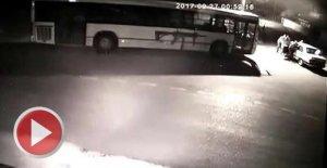 Otomobili iterek çalan 6 kişi kamerada