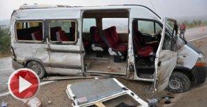 İşçi servisi devrildi 16 yaralı