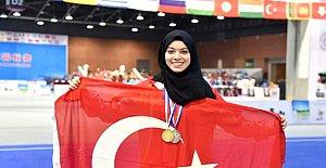 BESYO Öğrencisi Elif 5.Kez Dünya Şampiyonu
