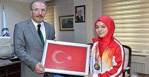 Dünya Şampiyonu Elif Bartın'da