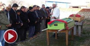 Öldürülen anne- kız, yan yana toprağa verildi