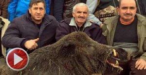 300 kiloluk dev domuzla hatıra fotoğrafı
