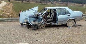 Öğrenci servisi ile otomobil çarpıştı: 1 ölü
