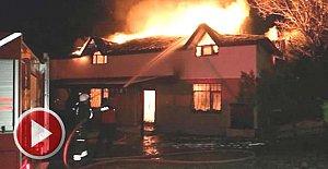 Villa, alev alev yandı
